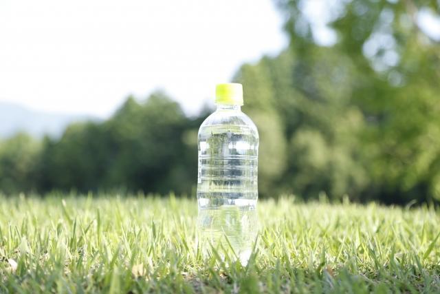 「食と生活」のマンスリー・ニュースレター<br>ブームは一過性?話題性で飲まれる透明飲料