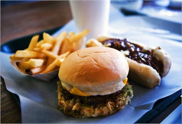 消費者調査データ<br>ファーストフードチェーン(2018年3月版)  マクドナルド復活、満足度一位は丸亀製麺!